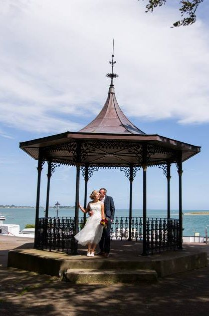 wedding couple in bandstand