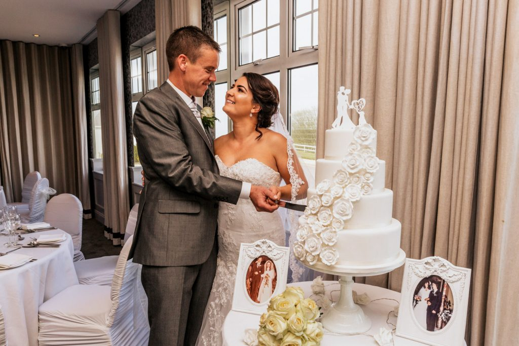 dunmore house wedding couple and cake